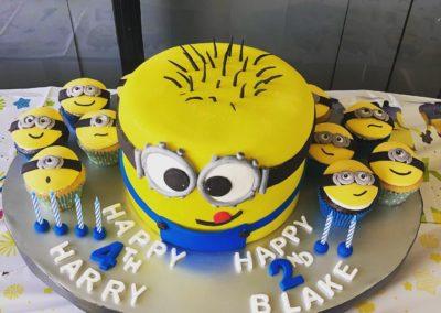 Minion Birthday Cake with Cupcakes